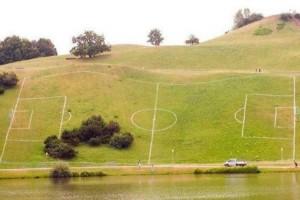 I-campi-da-calcio-più-strani-del-modno-638x425