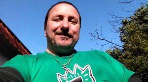 Piero Petrullo muore suicida, componente del gruppo 'Ladri di Carrozzelle' che sabato si esibirà al Festival